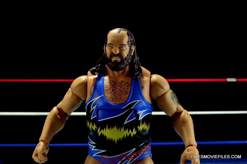 WWE Mattel Earthquake - wide stance