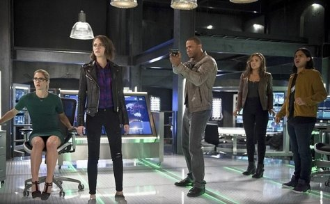 the-flash-legends-of-today-felicity-thea-diggle-cisco-kendra